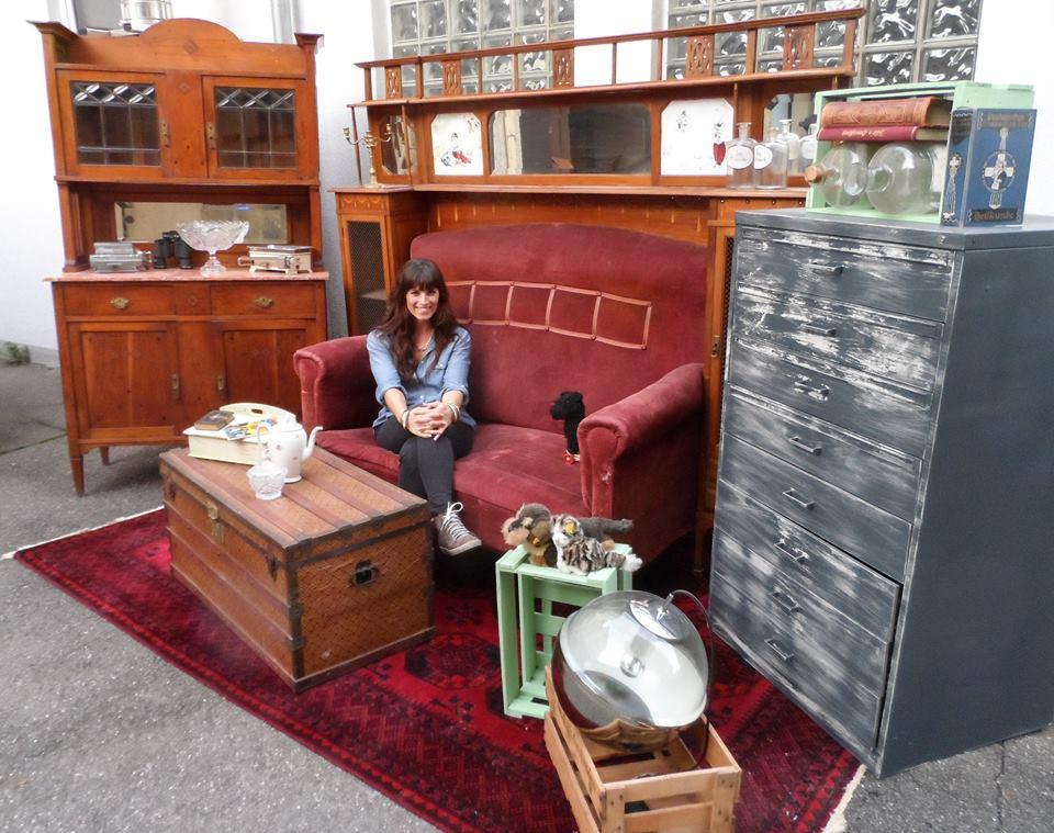 Retro Möbel Vintagemädchen