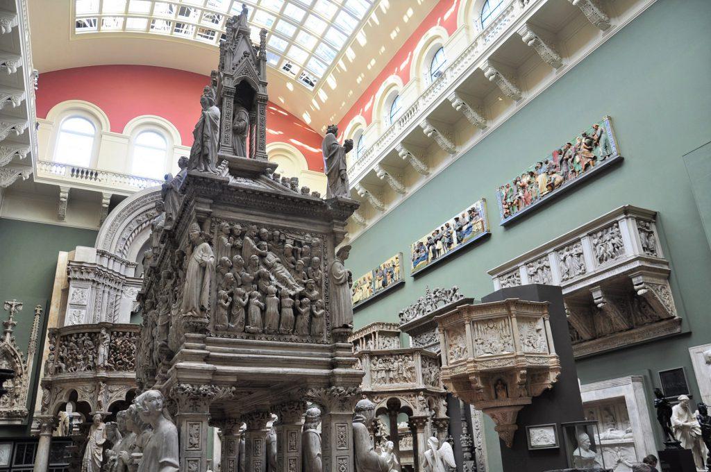 London's V&A Columns