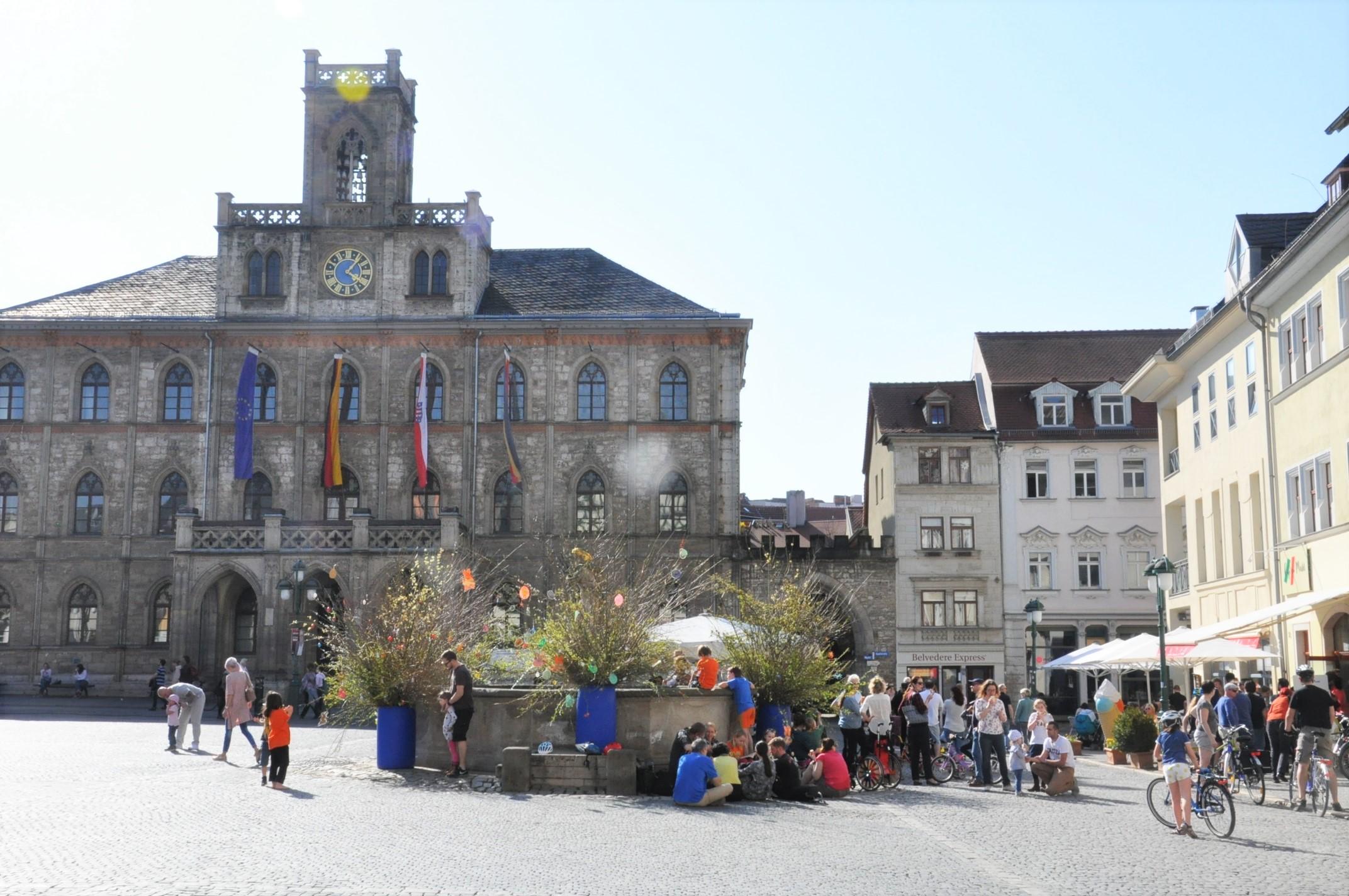 Rathausplatz Historischer Stadtrundgang durch Weimar - Duchess Anna Amalia Library - (24)
