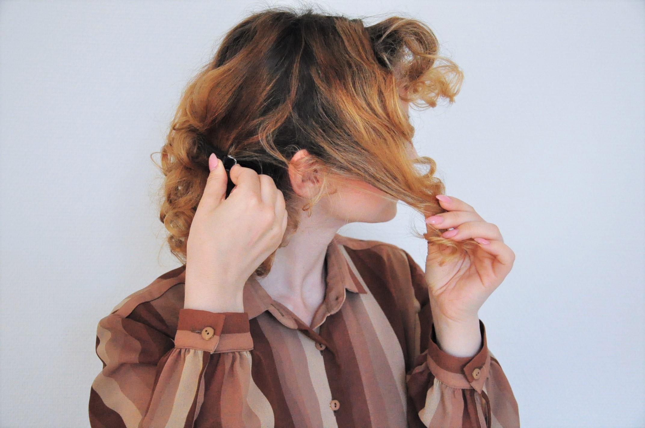 Curly 1940s hair - Einfache 40er Jahre Frisur Tutorial (13)