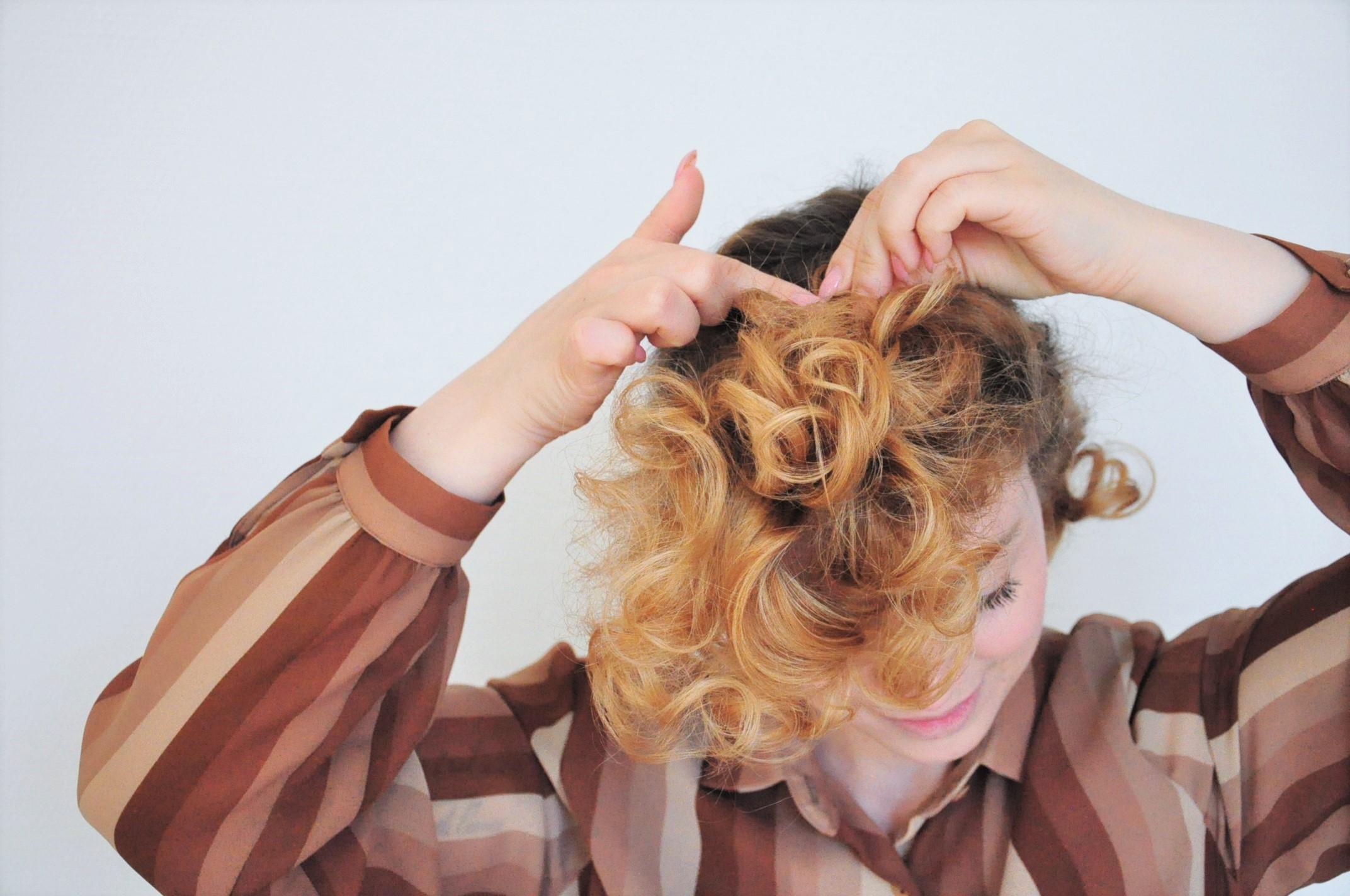 Curly 1940s hair - Einfache 40er Jahre Frisur Tutorial (17)