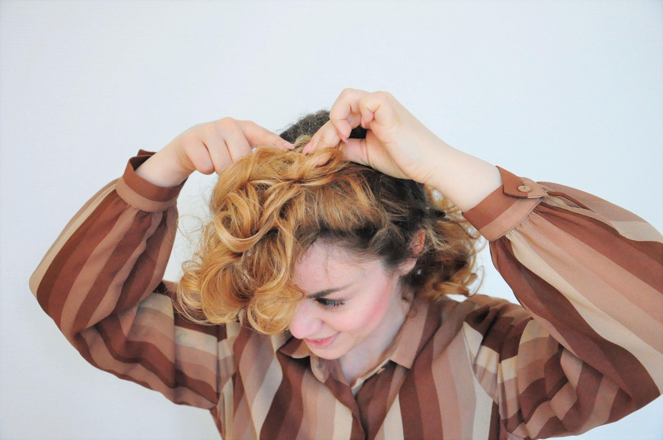 Curly 1940s hair - Einfache 40er Jahre Frisur Tutorial (21)